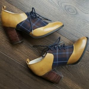 Restricted Plaid Oxford Bootie Size 6.5
